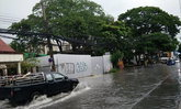 ฝนกระหน่ำเชียงใหม่น้ำท่วมขังรอระบายทั่วเมือง