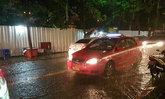 ฝนตกทั่วกทม. ถนนหลังม.รามฯน้ำขัง