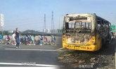 รถบัสนักเรียนจีนไฟไหม้ โชคดีมีทหารผ่านไปช่วยทัน