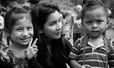 ปู ไปรยา ร่วมถวายอาลัยพ่อหลวงกับน้องๆ ที่ค่ายผู้ลี้ภัย