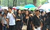 สนามหลวงฝนตกขณะปชช.ยังไว้อาลัยแน่น