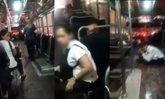 โจ๋เก๋ากลางเมือง ปาดหน้า-ปาถุงทรายใส่รถเมล์สาย 122 ขณะมีผู้โดยสาร