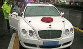 อลเวงบ่าวสาวโร่ให้การตำรวจ หลังพบรถแต่งงานสุดหรูติดทะเบียนปลอม