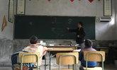 น่ายกย่อง คุณครูยังคงสอน แม้จะเหลือนักเรียนเพียง 2 คน
