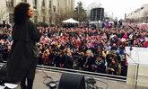 """เซเลบเอลิสต์ตบเท้าเข้าร่วม Women's March ส่งสาร """"พวกเราไม่เอาทรัมป์!"""""""