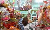 ชาวไทยเชื้อสายจีนเบตงแห่ซื้อของไหว้ตรุษจีน