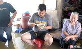 เพราะก๋วยจั๊บยายสุราษฎร์ฯ อร่อยจริง ยอมขาแช่น้ำ(ท่วม)มากิน