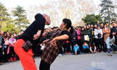 สุดมัน! ลุงป้าเมืองจีนออกลีลาเต้นท่าแปลก ชาวเน็ตสนใจแห่ดูตรึม