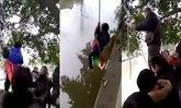 พ่อสอนลูกวัย 7 ขวบ มัดจับหย่อนแม่น้ำ บังคับให้นับเลข