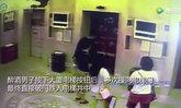 ชายจีนเมาจัดพุ่งกระแทกประตูลิฟต์ เกิดร่วงหวิดดับ