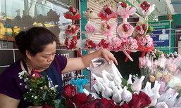 หนองคายร้านค้าดอกไม้เร่งตัดแต่งกุหลาบคึกคัก