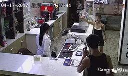 """หญิงจีนอาละวาดพังร้านเน็ต อ้าง """"ฉันมีกองกำลังทหาร"""" ก่อนพุ่งกระโดดตึก"""