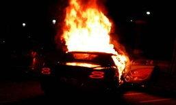 """""""เบนท์ลี่ย์"""" 20 ล้านไฟไหม้ เป็นรถน้องสาวเสี่ยเบนซ์ชนฟอร์ด"""