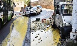 แอบเสียดาย... รถขนไข่ชนเสาไฟ กลายเป็นถนนไข่ย้อย