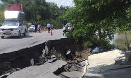 ชาวบ้านร้องถนนปทุมธานีทรุดลึก2เมตร