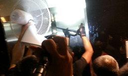 ลิฟท์เซ็นทรัลเวิลด์ค้างกลางดึก ช่วย 19 คนปลอดภัย