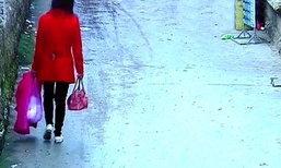 สลด! แม่วัยรุ่นหิ้วลูกใส่ถุงพลาสติก ทิ้งจนตายกลางหมู่บ้าน