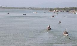 ชาวจันทบุรีแห่ออกจับสัตว์น้ำหลังคลื่นลมสงบ