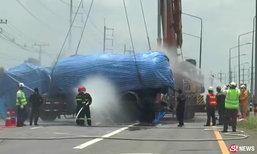 ระทึก รถบรรทุกพลิกคว่ำขวางถนน แก๊ส LPG รั่วไหล