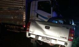 กระบะพ่อแม่ลูกพุ่งข้ามเลนชนรถพ่วง ดับ 3 ศพ คนขับเผ่นหนี