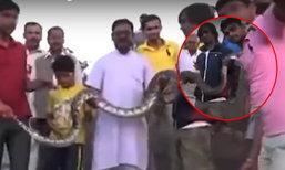 ระทึก! หนุ่มอินเดียเซลฟี่กับงู ก่อนโดนฉกเข้าจังๆ