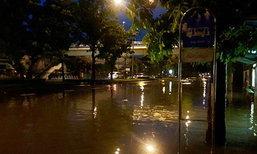 ฝนถล่มกรุงกลางดึก น้ำท่วมขังหลายจุด