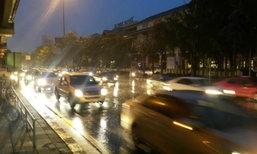 กทม.ฝนโปรยปรายต่อเนื่องถึงเช้า น้ำไม่ขัง-จราจรเคลื่อนตัวได้