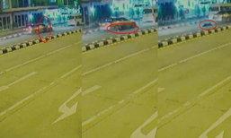 เมียเห็นผัวมีกิ๊กนั่งในรถ โดดเกาะรถเจอซิ่งหนี ล้อรถเหยียบซ้ำกองลงกับพื้น