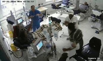 ภาพกล้องวงจรปิดเผย วินาทีชายแอลเบเนียจุดไฟเผาคนไข้ใน รพ.