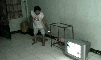 พ่อเด็ก 3 ขวบ ปฏิเสธข่าวเล่นโปเกมอน ขณะทีวีหล่นทับลูก