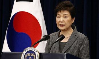 """สภาลงมติปลด """"ปาร์ค กึนเฮ"""" พ้นเก้าอี้ประธานาธิบดีเกาหลีใต้"""