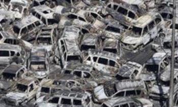 กู้ชีวิต 3 ผู้เฒ่ายุ่นติดในซากรถนานกว่า 20 ชม.