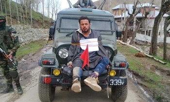 วิจารณ์สนั่น! รถทหารอินเดีย ใช้พลเรือนเป็นโล่ป้องกันกลุ่มประท้วงปาหินใส่