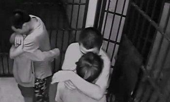 จนมุม 3! ดาบฉลาดปรี่ชี้หน้าถาม 2 สาวพาแฟนหนีจากห้องขัง