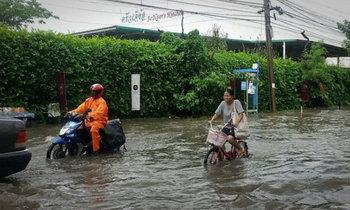 ฝนตกทั่วเมืองกรุง น้ำท่วมขังหลายจุด คาดกระทบจราจรช่วงเย็น