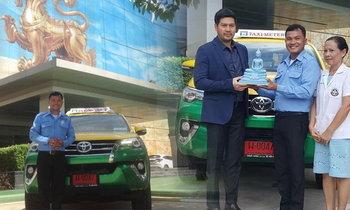 โชเฟอร์ขวัญใจคนพิการ ได้รถแท็กซี่คันใหม่จาก ต๊อด-นุ่น