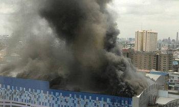 ด่วน! เกิดเหตุไฟไหม้ห้างเมเจอร์ ปิ่นเกล้า อพยพคนแล้ว