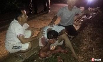 พ่อตัวเปื้อนเลือดนั่งร่ำไห้ เสียใจฆ่าลูกชายตายด้วยมือตัวเอง