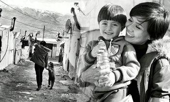"""สวยและงดงาม """"กาละแมร์"""" โชว์ภาพซึ้ง บินเยี่ยมผู้ลี้ภัยซีเรีย"""
