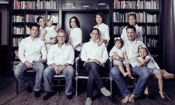 """เปิดภาพครอบครัว """"แอฟ ทักษอร"""" สวยหล่อกันทั้งตระกูล"""