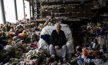 คุณยายเบลเยี่ยมวัย 86 ชอบตุ๊กตา สะสมไว้มากกว่า 6 พันชิ้น