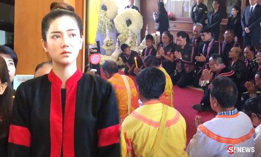 ริชชี่ นางเอกเชื้อสายลาหู่ ถวายอาลัยพร้อมชาวเขา 6 ชนเผ่า