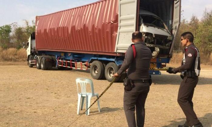 รถบรรทุก 22 ล้อ ตู้คอนเทนเนอร์บึ้มสนั่นหน้าโรงเรียนที่ตาก