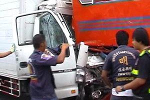 รถหกล้อชนรถบัสที่เพชรบุรี ตาย 2
