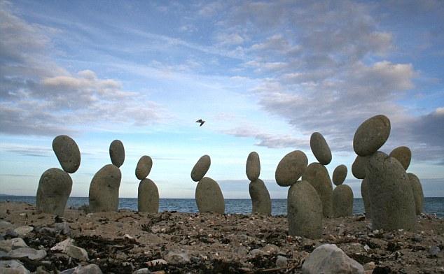 ทึ่ง! ศิลปะหินยักษ์