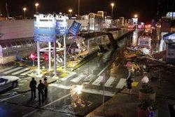 ทอร์นาโดนับสิบ พัดถล่มสนามบินเซนต์หลุยส์
