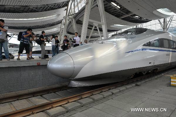จีนเปิดใช้รถไฟความเร็วสูง 300 กม.ต่อชั่วโมง