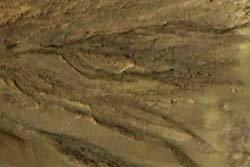 """พบ """"ธารน้ำไหล"""" บนดาวอังคาร"""