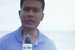 ผู้สื่อข่าวทำฮา นำถุงยางคลุมไมค์ขณะรายงานข่าว