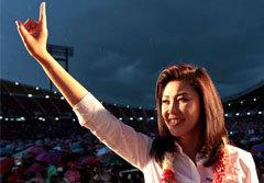 10อะเมซิ่งยิ่งลักษณ์ นายกฯหญิงคนแรกของไทย